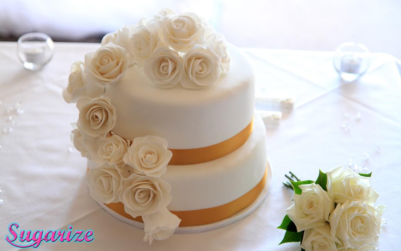 WeddingCakewhite gumpaste roses